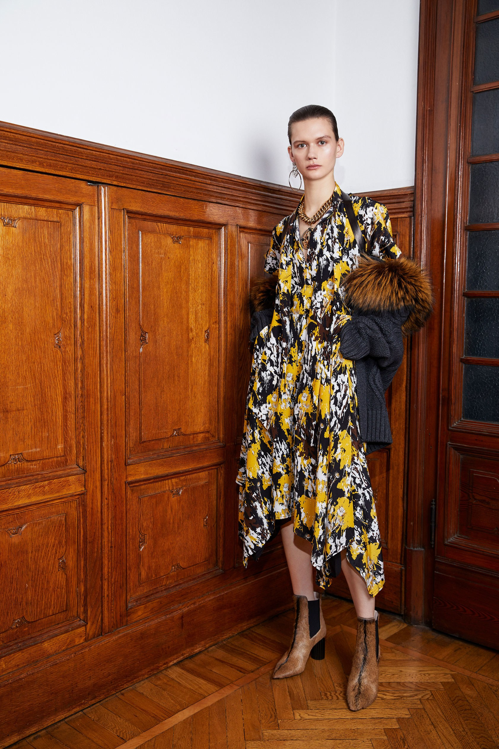 Roberto Cavalli Pre-Fall 2018 Lookbook - The Impression