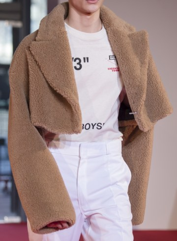 Off-White Fall 2018 Men's Fashion Show Details
