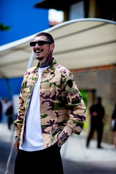 pitti-uomo-mens-street-style-sping-2019-fashion-shown-the-impression-076