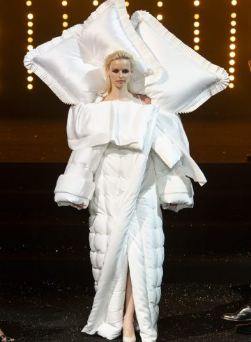 Viktor & Rolf Fall 2018 Couture Fashion Show