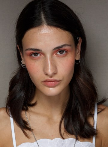 Genny Spring 2019 Fashion Show Backstage Beauty