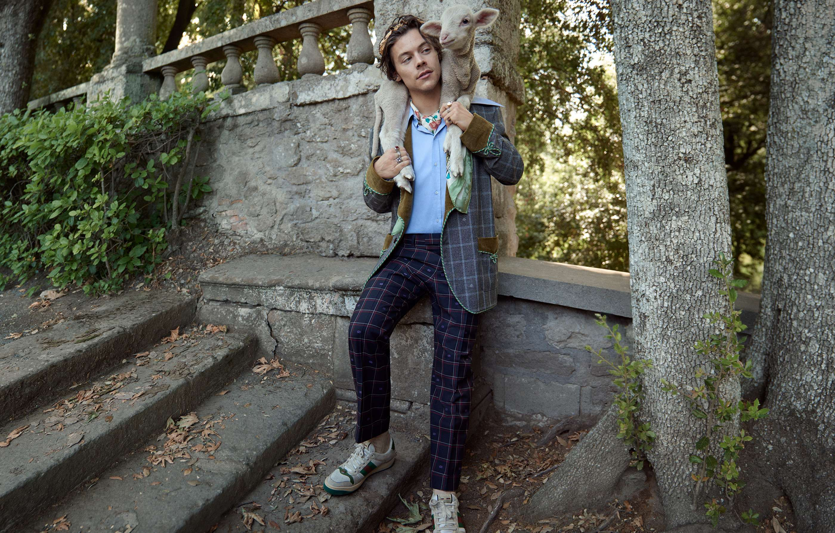 Harry Styles Fall Wallpaper Harry Styles For Gucci Cruise 2019 Men S Tailoring