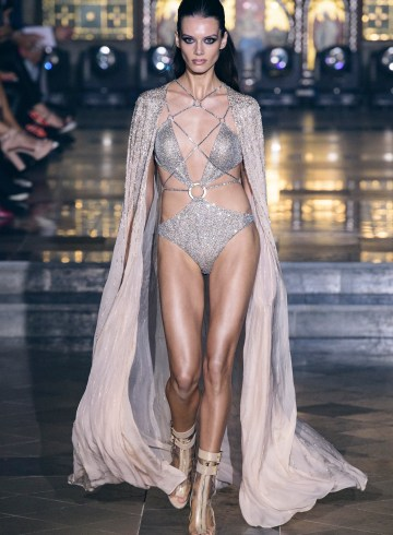 Julien Macdonald Spring 2019 Fashion Show