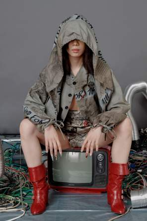 vivienne-westwood-fall-2018-ad-campaign-the-impression-016