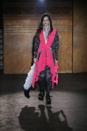 gucci-spring-2019-fashion-show-the-impression-039