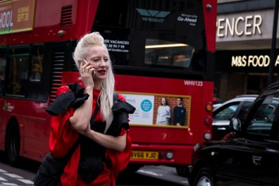 lfw-streetstyle-by-poli-alexeeva-the-impression-017