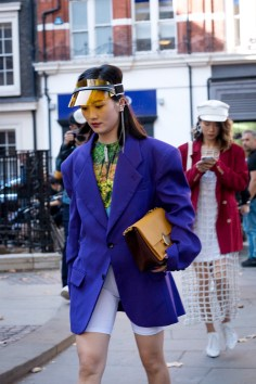 lfw-streetstyle-by-poli-alexeeva-the-impression-023
