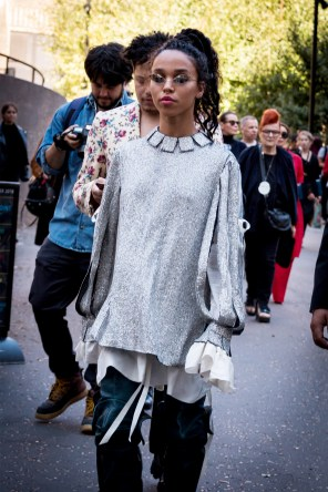lfw-streetstyle-by-poli-alexeeva-the-impression-030