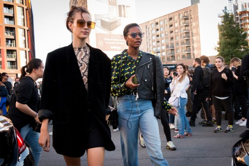 lfw-streetstyle-by-poli-alexeeva-the-impression-060