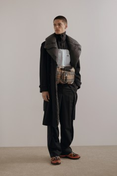 Burberry-pre-fall-2019-the-impression-04
