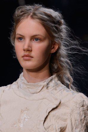 Alexander-McQueen-runway-beauty-spring-2016-fashion-show-the-impression-001