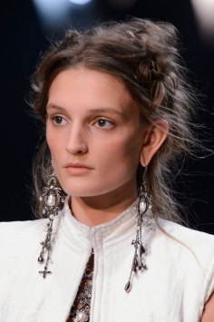 Alexander-McQueen-runway-beauty-spring-2016-fashion-show-the-impression-003