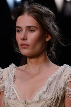 Alexander-McQueen-runway-beauty-spring-2016-fashion-show-the-impression-006