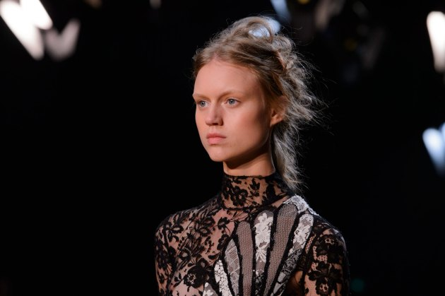 Alexander-McQueen-runway-beauty-spring-2016-fashion-show-the-impression-011