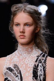 Alexander-McQueen-runway-beauty-spring-2016-fashion-show-the-impression-012