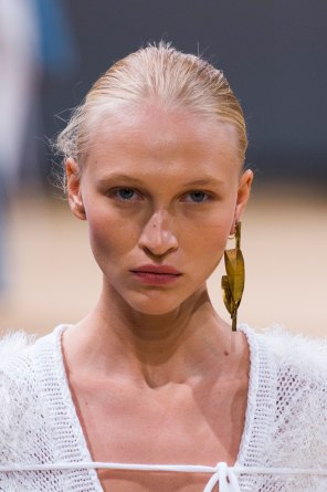 Allude-spring-2016-runway-beauty-fashion-show-the-impression-15