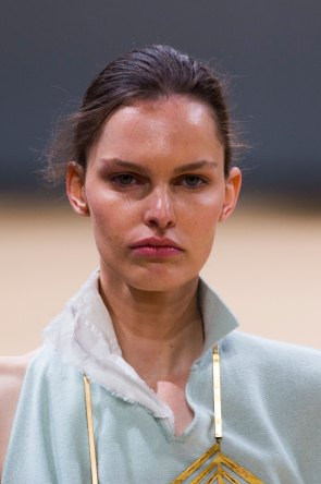 Allude-spring-2016-runway-beauty-fashion-show-the-impression-18