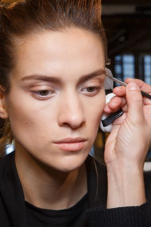 Ann-Demeulemeester-spring-2016-beauty-fashion-show-the-impression-05