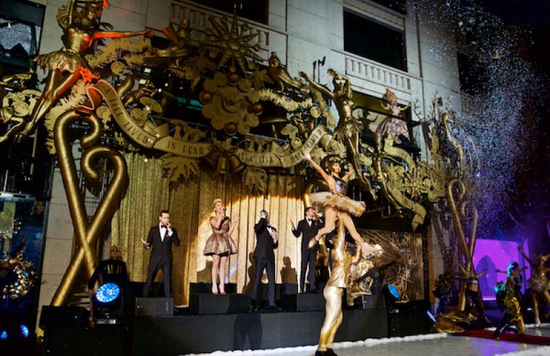 Barneys-New-York-baz-dazzled-baz-luhrmann-holiday-2014-the-impression-015