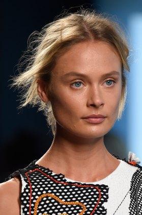 Bottega-Veneta-runway-beauty-spring-2016-close-up-fashion-show-the-impression-013