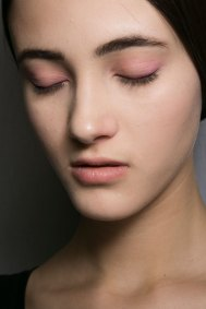 Dior-backstage-beauty-spring-2016-fashion-show-the-impression-037