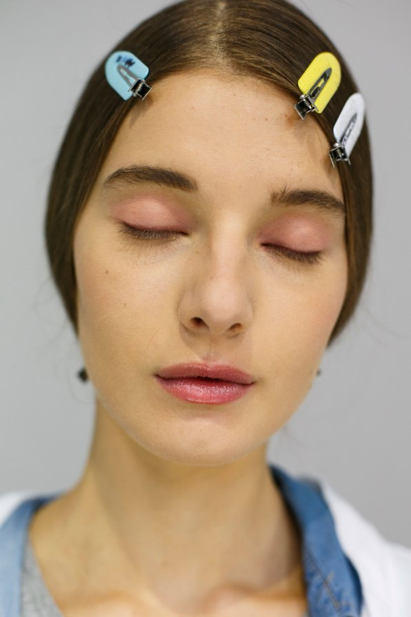 Dior-backstage-beauty-spring-2016-fashion-show-the-impression-055