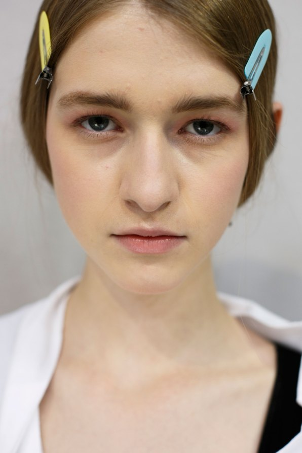 Dior-backstage-beauty-spring-2016-fashion-show-the-impression-070
