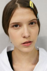Dior-backstage-beauty-spring-2016-fashion-show-the-impression-079