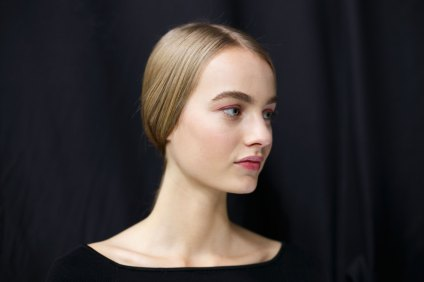 Dior-backstage-beauty-spring-2016-fashion-show-the-impression-089