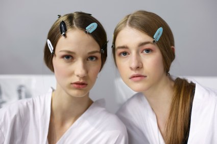 Dior-backstage-beauty-spring-2016-fashion-show-the-impression-099