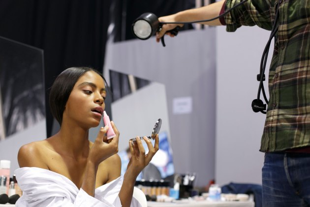 Dior-backstage-beauty-spring-2016-fashion-show-the-impression-100