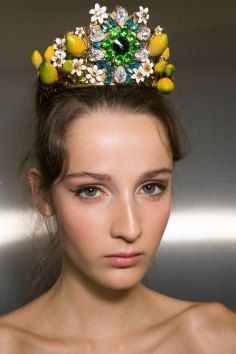 Dolce-and-Gabanna-backstage-beauty-spring-2016-fashion-show-the-impression-010