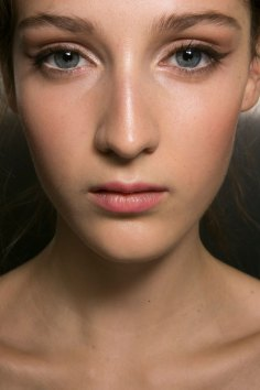Dolce-and-Gabanna-backstage-beauty-spring-2016-fashion-show-the-impression-013