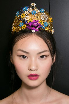 Dolce-and-Gabanna-backstage-beauty-spring-2016-fashion-show-the-impression-018