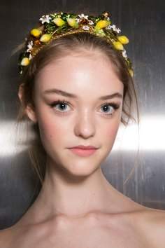 Dolce-and-Gabanna-backstage-beauty-spring-2016-fashion-show-the-impression-028