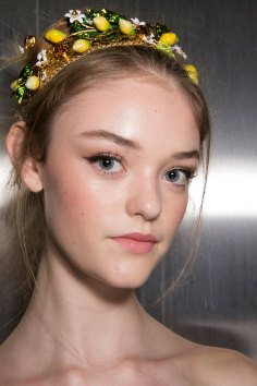 Dolce-and-Gabanna-backstage-beauty-spring-2016-fashion-show-the-impression-029