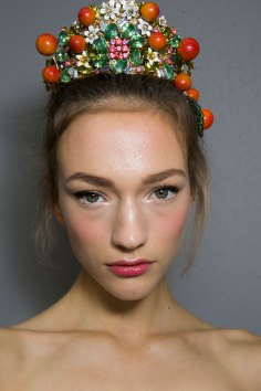 Dolce-and-Gabanna-backstage-beauty-spring-2016-fashion-show-the-impression-041