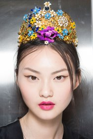 Dolce-and-Gabanna-backstage-beauty-spring-2016-fashion-show-the-impression-062