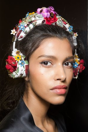 Dolce-and-Gabanna-backstage-beauty-spring-2016-fashion-show-the-impression-097