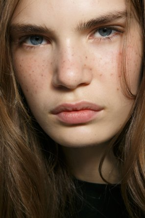 Emanuel-Ungaro-backstage-beauty-spring-2016-fashion-show-the-impression-003