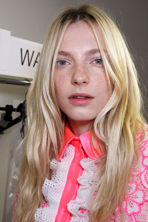 Emanuel-Ungaro-backstage-beauty-spring-2016-fashion-show-the-impression-039