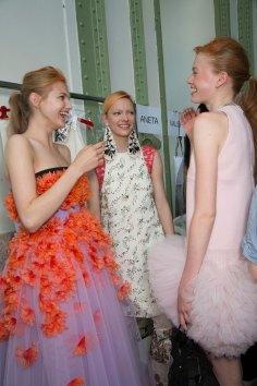 GIAMBATTISTA-VALLI-backstage-fall-2015-couture-the-impression-034