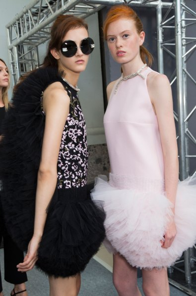 GIAMBATTISTA-VALLI-backstage-fall-2015-couture-the-impression-064