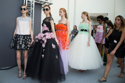 GIAMBATTISTA-VALLI-backstage-fall-2015-couture-the-impression-068
