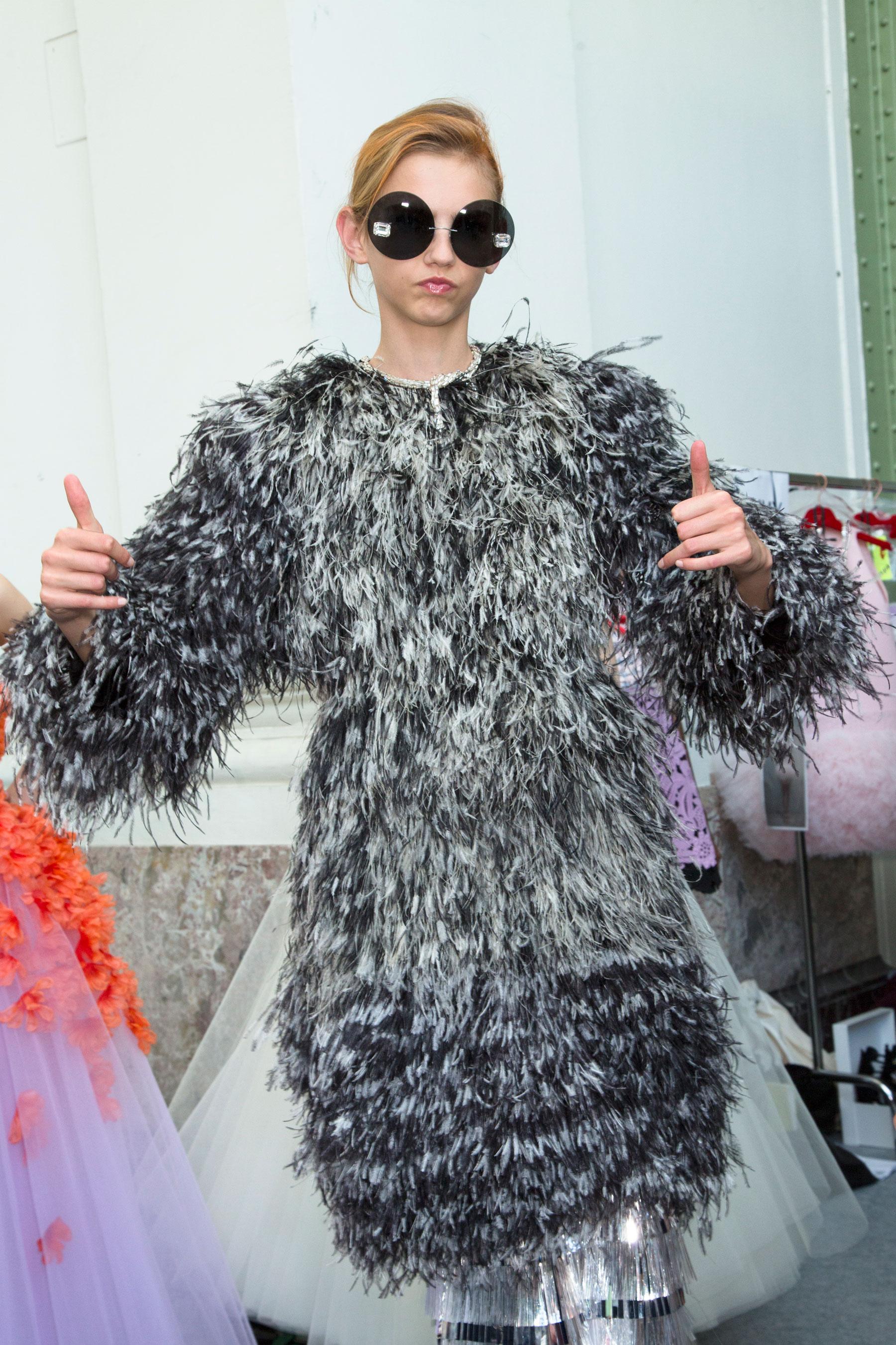 GIAMBATTISTA-VALLI-backstage-fall-2015-couture-the-impression-084
