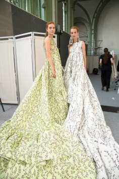 GIAMBATTISTA-VALLI-backstage-fall-2015-couture-the-impression-093