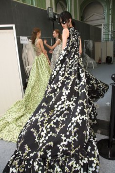 GIAMBATTISTA-VALLI-backstage-fall-2015-couture-the-impression-094