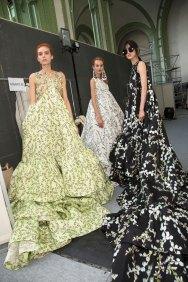 GIAMBATTISTA-VALLI-backstage-fall-2015-couture-the-impression-096
