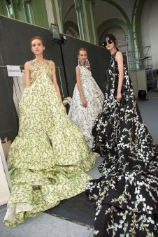 GIAMBATTISTA-VALLI-backstage-fall-2015-couture-the-impression-096