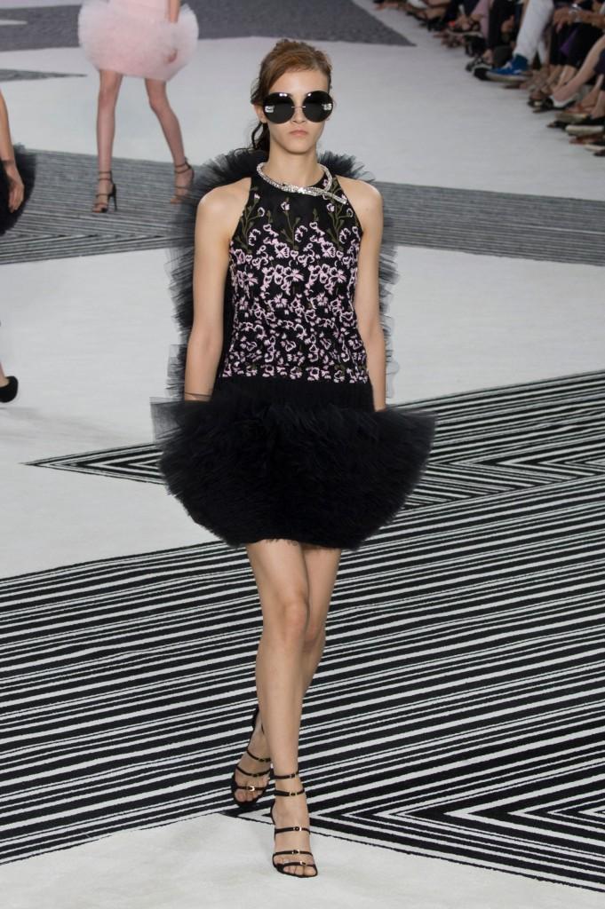 GIAMBATTISTA-VALLI-fall-2015-couture-the-impression-002